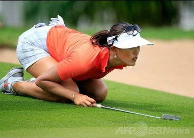 michelle-wie-on-the-green-2