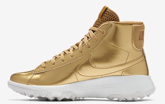 chaussure dorée nike.png